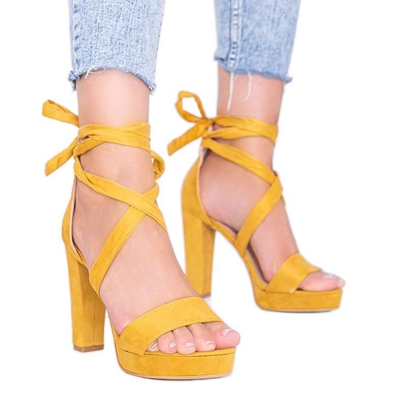 Sandalias mostaza con cordones de Ginny amarillo