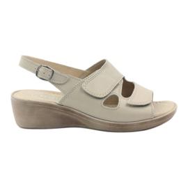 Marrón Gregors 592 sandalias beige de mujer.