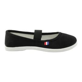 American Club Las zapatillas de deporte llaman negro al club americano.