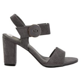 Sandalias grises en el UP Post de VINCEZA