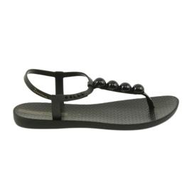 Sandalias de mujer con sandalias con bolas 82517 de Ipanema. negro