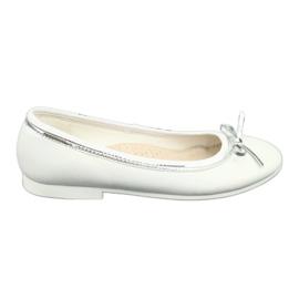 Bailarinas con lazo, perla blanca American Club GC29 / 19.