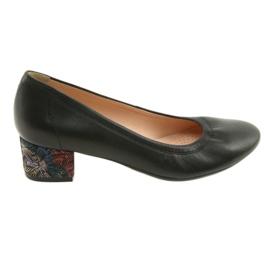 Zapatillas de mujer en piel con zapatos Arka 5627 negro.