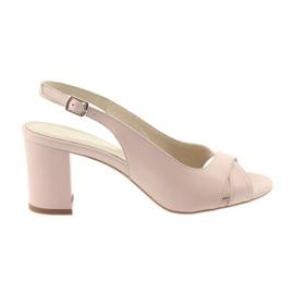 Sandalias de mujer en la post Badura 4728 polvo rosa.