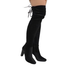 Ideal Shoes Botas de terciopelo negro en la E-4902 post.