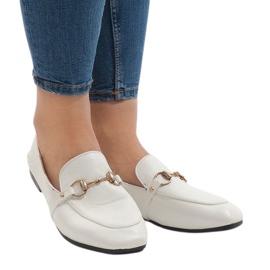 Mocasines blancos para las bailarinas YJX001-9.