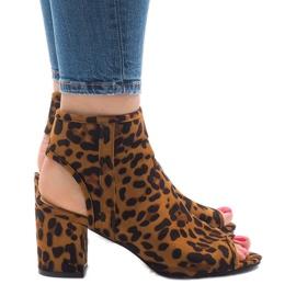 Sandalias leopardo con C-7226 superior