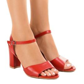 Sandalias rojas en el poste expuesto FZ583. rojo