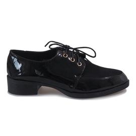 Zapatos lacados en negro sobre un talón delicado J1116