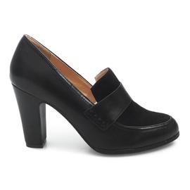 Zapatos en una publicación D11 Negro