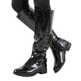 Botas lacadas en negro W-90