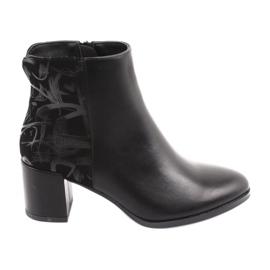 Botas con estilo en el puesto negro Sergio Leone 521