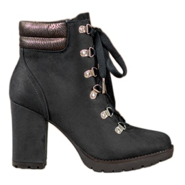 Sweet Shoes Botines con cordones en un bar negro
