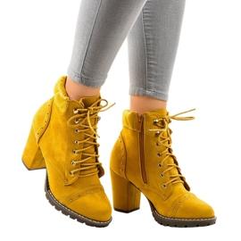 Botas amarillas de ante en el poste 995-31 amarillo