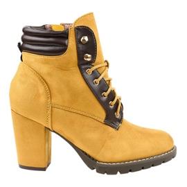 Botas de ante amarillas en el poste 995-37 amarillo