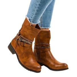 4440 botas planas marrones aisladas marrón