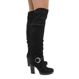 Botas negras en el puesto N504 negro