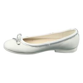 Bailarinas con lazo, perla blanca American Club GC29 / 19. 1