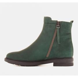Marco Shoes Botas ligeras aisladas con fondo plano de piel natural verde 2