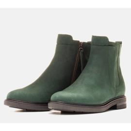 Marco Shoes Botas ligeras aisladas con fondo plano de piel natural verde 3