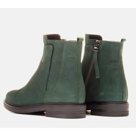 Marco Shoes Botas ligeras aisladas con fondo plano de piel natural verde 4