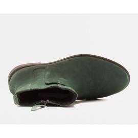 Marco Shoes Botas ligeras aisladas con fondo plano de piel natural verde 5